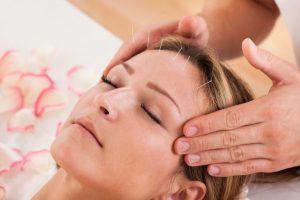 Augenakupunktur und Hypnose